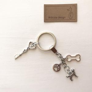 Angol vagy Írzetter kutya mintás, egyedi kulcstartó - Artiroka design, Táska, Divat & Szépség, Ékszer, Otthon & lakás, Kulcstartó, táskadísz, Medál, Lakberendezés, Állatfelszerelések, Kutyafelszerelés, Angol vagy írszetter kutya, csont és mancs mintás medálból és egy vintage kulcsból készült ez az egy..., Meska