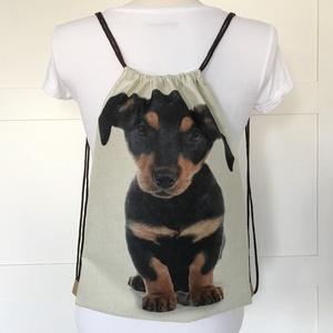 Tacskó kutya mintás hátizsák, játéktároló,  biciklizéshez, kiránduláshoz, edzéshez - Artiroka design - , Táska, Divat & Szépség, Táska, Hátizsák, Otthon & lakás, NoWaste, Varrás, Patchwork, foltvarrás, Tacskó kutya mintás gymbag hátizsák készült kevertszálas lenvászon textilből. Belül két zseb találha..., Meska