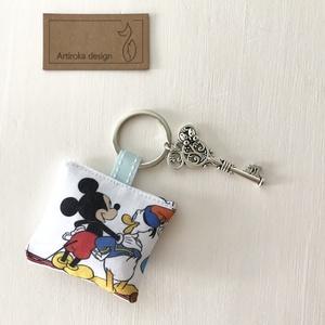 Miki egér, Donald kacsa és Plútó kutya mintás kulcstartó, Miki egeres kulcs dísszel - Artiroka design, Táska, Divat & Szépség, Otthon & lakás, Ékszer, Kulcstartó, táskadísz, Medál, Miki egér, Donald kacsa és Plútó kutya fagylaltozni indul.  Egy  Miki egér füles kulcs is díszíti.  ..., Meska