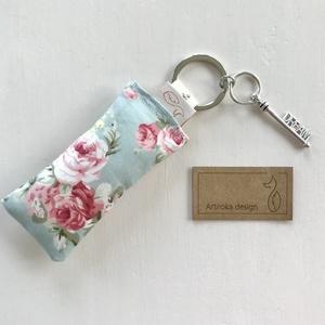 Angol rózsák, türkisz mintás kulcstartó, álom ( dream ) kulcs díszítéssel -  Artiroka design  (Mesedoboz) - Meska.hu