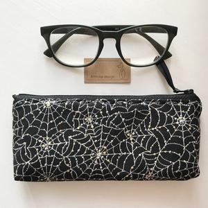 Éjszakai pókháló, aranyló esőcseppekkel - prémium tolltartó, neszesszer, mobiltok vagy szemüvegtok - Artiroka design (Mesedoboz) - Meska.hu