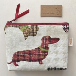 Tacskó, skót kockás mintás irattartó pénztárca, natúr színben tappancsos belsővel - Artiroka design, Táska & Tok, Pénztárca & Más tok, Pénztárca, Varrás, Papírművészet, Tacskó mintás, vastag pamut textil felhasználásával készült ez az irattartó pénztárca. Használhatod ..., Meska