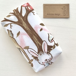 Nyuszi, róka, őzike és mókus az erdőben mintás papírzsebkendő tartó - Artiroka design, Táska & Tok, Pénztárca & Más tok, Zsebkendőtartó, Varrás, 1-2 fotó : Nyuszi, mókus és őzike mintás pamut textilből készült ez a zsebkendőtartó, pamut vászon b..., Meska