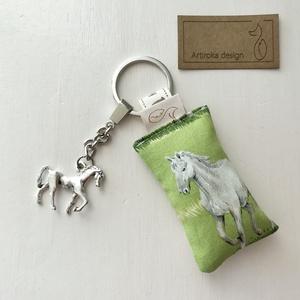 Ló mintás egyedi kulcstartó egy 3D lovas medállal  - Artiroka design - Meska.hu