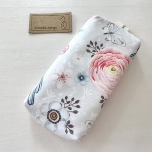 Rózsa, pillangó és kismadár mintás bélelt papírzsebkendő tartó - Artiroka design , Táska & Tok, Pénztárca & Más tok, Zsebkendőtartó, Varrás, Prémium pamut textilből készült ez a rózsa, pillangó és kismadár mintás papírzsebkendő tartó. Bélése..., Meska