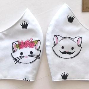 AKCIÓ - Fiú cica - lány cica mintás fehér színű textil arcmaszk  -  Artiroka design, Esküvő, Esküvői szett, Varrás, Többször használatos, mosható, környezetbarát szájmaszk. Külső anyaga fiú cica mintás pamut textil, ..., Meska