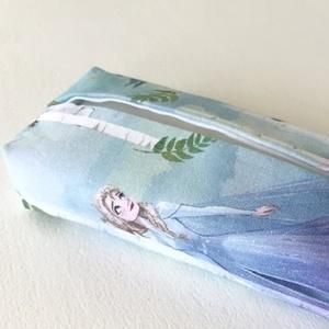 Prémium, Elza és Olaf mintás, bélelt papírzsebkendő tartó - Artiroka design, Zsebkendőtartó, Pénztárca & Más tok, Táska & Tok, Varrás, Prémium pamut textilből készült ez az Elza és Olaf mintás papírzsebkendő tartó. Bélése hozzá illő fe..., Meska