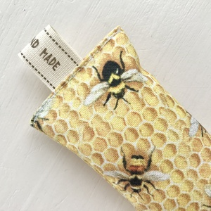 Méhecske, méhkaptár mintás, egyedi kulcstartó, vintage kulcs dísszel - Anyák napja - Artiroka design  - Meska.hu