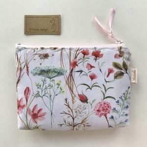 Mezei virágok mintás pasztell színű irattartó pénztárca - NYÁR -  Artiroka design, Táska & Tok, Pénztárca & Más tok, Pénztárca, Varrás, Pasztell rózsaszín, virágos mező mintás prémium pamut textilből készült ez az irattartó pénztárca. B..., Meska