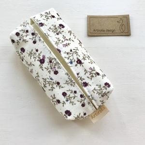 Virág mintás bélelt papírzsebkendő tartó - Artiroka design, Táska & Tok, Pénztárca & Más tok, Zsebkendőtartó, Varrás, Halvány vaj színű pamut textilből készült ez a kisvirág mintás papírzsebkendő tartó. Bélése hozzá il..., Meska