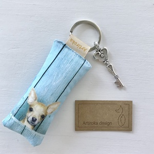 Csivava kutya mintás kulcstartó, kis vintage kulccsal - Tacsi  - Artiroka design, Táska & Tok, Kulcstartó & Táskadísz, Kulcstartó, Csivava kutya mintás prémium pamut textilből készült ez a  kulcstartó. A kulcstartót egy kis vintage..., Meska