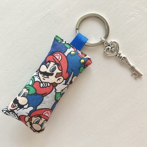 Super Mario és Luigi mintás kulcstartó kis vintage kulccsal  - Artiroka design - táska & tok - kulcstartó & táskadísz - kulcstartó - Meska.hu