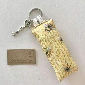 Méhecske, méhkaptár mintás, egyedi kulcstartó, vintage kulcs dísszel - Anyák napja - Artiroka design , Táska & Tok, Kulcstartó & Táskadísz, Varrás, Meska
