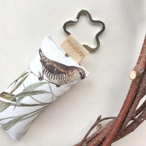 Náci rigó és kismadár mintás kulcstartó  virág formájú kulcskarikával  -  Artiroka design, Táska & Tok, Kulcstartó & Táskadísz, Kulcstartó, Varrás, Meska