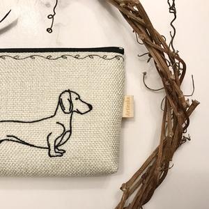 Hímzett, tacskó kutya mintás  irattartó pénztárca, natúr színben  - Artiroka design - Meska.hu