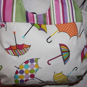 vidám esernyős táska, Válltáska, Kézitáska & válltáska, Táska & Tok, Varrás, Vidám, színes esernyőkkel mintázott anyagból készítettem a táskát., Meska