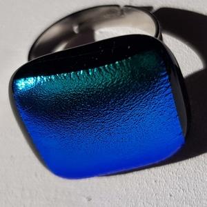Smaragd gyűrű fülivel, Ékszer, Gyűrű, Mobilékszer, Üvegművészet, Fusing technikával készült ez a különleges és egyedi színben pompázó gyűrű.\nA csillogó fény hatására..., Meska