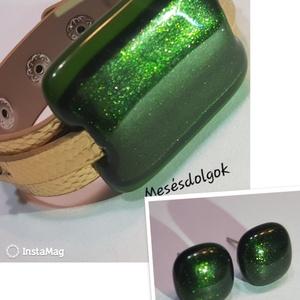 Csillogó zöld üvegékszer karkötő fülbevalóval karácsonyra, Ékszer, Fülbevaló, Üvegművészet, Fusing technikával készítettem ezt a különleges üvegékszer szettet mely a karkötőt és egy pár bedugó..., Meska