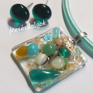 Színes kavicsok üvegékszer szett medál füli, Ékszer, Ékszerszett, Üvegművészet, Ékszerkészítés, Fusing technikával készítettem saját tervezésű üvegékszer medált egy pár fülbevalóval.Te választhato..., Meska