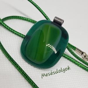 Mélyzöld márvànyos üvegékszer medál karácsonyra, Ékszer, Nyaklánc, Medál, Fusing technikával készítettem. Mutatós, mélyzöld és világod zöld árnyalaraival készült üvegékszer m..., Meska