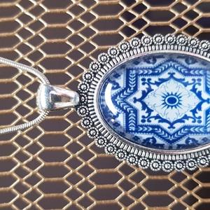 Kék fehér üveglencsés medál , Ékszer, Nyaklánc, Üveglencsés ékszerkészítési technikával készítettemTöbb színben találsz hasonlót boltomban. Valentin..., Meska