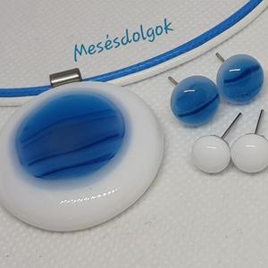 Kék márványos kör üvegékszer medál 2 pár fülbevalóval, Ékszer, Ékszerszett, Üvegolvasztásos technikával készítettem csodás márvány hatású kék árnyalataiban pompázó üveggel fehé..., Meska