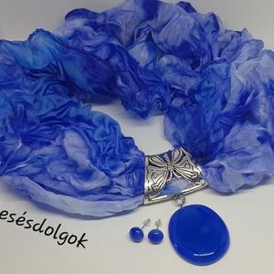Kék varázs hernyóselyemsál üvegékszer medállal és 1 pár üvegékszer fülbevalóval, Ékszer, Ékszerszett, Üvegművészet, Selyemfestés, 100%hernyóselymet festettem meg csodás kék árnyalatokkal és hozzá fusing (üvegolvasztásos ) techniká..., Meska