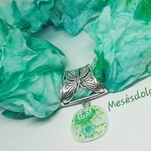 Türkiz zöld selyem és üvegékszer. Igazán egyedi és trendi kiegészítő, Ékszer, Ékszerszett, Selyemfestés, Üvegművészet, A selyemfestés és az üveglencsés ékszerkészítés együttes alkalmazásával álmodtam meg és készítettem ..., Meska