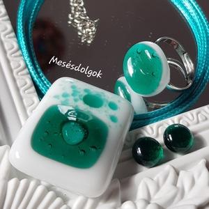 Smaragd ragyogás elegáns üvegékszer szett születésnapra, névnapra, Ékszer, Ékszerszett, Ékszerkészítés, Üvegművészet, Fusing technikával készítettem elegáns smaragdzöld fehér színkombinációkkal.\nBuborékok teszik még kü..., Meska
