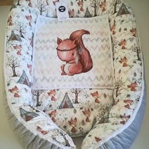 Babafészek, Gyerek & játék, Baba-mama kellék, Gyerekszoba, Falvédő, takaró, Tárolóeszköz - gyerekszobába, Varrás, Gyönyörű rókás babafészek , prémium pamutvászon puha velvet anyaggal kombinálva :)\naz ár a babafésze..., Meska