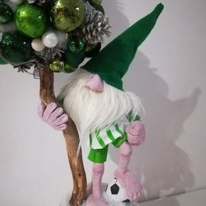 Focista Manós Karácsonyfa FRADI, Karácsony & Mikulás, Karácsonyi dekoráció, Megrendelésre készítek egyedi igények szerint törzses grincs fákat, karácsonyfákat :) Minden része t..., Meska