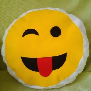 Pihe-puha Smile párna, Gyerek & játék, Gyerekszoba, Dekoráció, Otthon & lakás, Szerelmeseknek, Ünnepi dekoráció, Varrás, Mindenmás, Átmérője: 35 cm. Az alapját képező fehér textil 100%-ban pamut, a smile filcből készült. Saját magam..., Meska