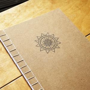 Japán kötésű füzet mandala mintával , Otthon & Lakás, Papír írószer, Jegyzetfüzet & Napló, Fotó, grafika, rajz, illusztráció, Könyvkötés, Kézzel kötött japán kötésű füzet saját tervezésű mandala mintával.\n\nA füzetet natúr barna színű borí..., Meska