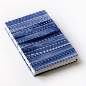 Kézzel fűzött kemény borítós notesz / kis méretű napló, Otthon & Lakás, Papír írószer, Album & Fotóalbum, Könyvkötés, Festészet, Kézzel fűzött kemény borítós notesz  / kis méretű napló festett borítóval.\n\nA keményfedeles notesz b..., Meska