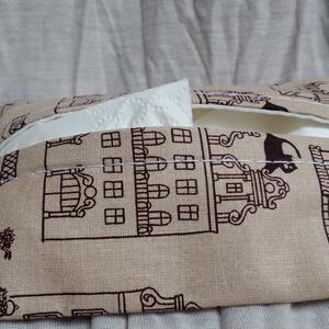 Cicás-házikós zsebkendőtartó, Táska & Tok, Pénztárca & Más tok, Zsebkendőtartó, Varrás, Környezetbarát megoldás, feltölthető egy 100-as csomagból is. Az ár egy darab zsebkendőtartóra vonat..., Meska