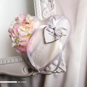 """Rózsaszín-fehér \""""cseresznyevirág\"""" gyűrűpárna, kézzel hímzett hófehér szalaggal, Esküvő, Esküvői dekoráció, Gyűrűpárna, Nászajándék, Varrás, Virágkötés, Egyedi kézműves gyűrűpárna hófehér selyem alapon, kézzel hímzett virágmintás szalaggal.\n! A szívecsk..., Meska"""