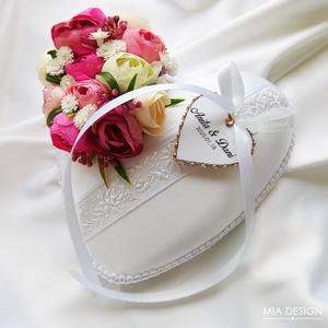 Mély rózsaszín-barack egyedi gyűrűpárna , Gyűrűtartó & Gyűrűpárna, Kiegészítők, Esküvő, Varrás, Virágkötés, Egyedi kézműves gyűrűpárna hófehér selyem alapon, matyóhímzéses virágmintás szalaggal. \nA PÁRNÁRA A ..., Meska