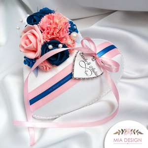 Kék-rózsaszín különleges gyűrűpárna esküvőre , Gyűrűtartó & Gyűrűpárna, Kiegészítők, Esküvő, Virágkötés, Varrás, A PÁRNÁRA A NEVETEKKEL, ÉS A LAGZI DÁTUMÁVAL ELLÁTOTT SZÍVECSKE IS KERÜL!\nMegrendeléskor megjegyzésb..., Meska