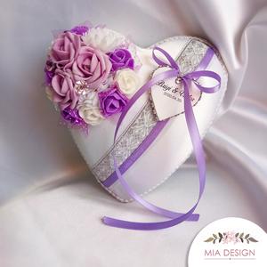 Lila-ezüst színvilágú gyűrűpárna esküvőre , Esküvő, Esküvői dekoráció, Gyűrűpárna, Nászajándék, Virágkötés, Varrás, A PÁRNÁRA A NEVETEKKEL, ÉS A LAGZI DÁTUMÁVAL ELLÁTOTT SZÍVECSKE IS KERÜL!\nMegrendeléskor megjegyzésb..., Meska