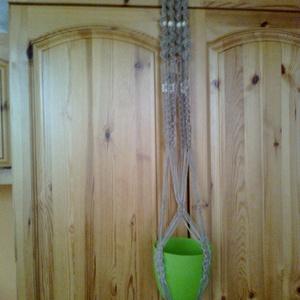 natúr juta zsineg-virágtartó, Otthon & Lakás, Dekoráció, Virágtartó, 90-100 cm hosszú (cserép méretétől függ a hossza) virágtartó. Akár 20-25 cm-es cserép is belefér. Fa..., Meska