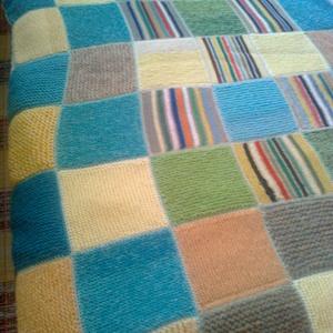kötött takaró (csak megrendelésre), Otthon & lakás, Dekoráció, Lakberendezés, Több színben készült már kötött takaró. 1,5 m x 2 m-es.  Kb 2-3 kg fonal kell hozzá, így az ár ezt é..., Meska