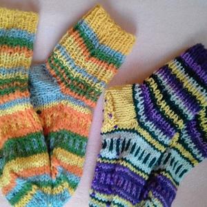 színes zokni, Zokni, Cipő & Papucs, Ruha & Divat, Kötés,  Gyapjú fonalból készült zokni csúszásgátló pöttyökkel. Levarrt orrú, nincs benne gumi. 38-39-es mér..., Meska