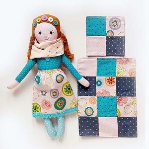 Alma, öltöztethető Miaszösz nagylány és nyuszi alvóállat, patchwork takaró, kistáska  (miaszoszmuhely) - Meska.hu