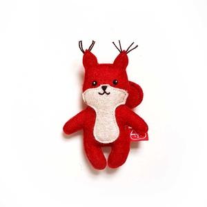 Miniszösz mókus, Játék & Gyerek, Plüssállat & Játékfigura, Más figura, Varrás, Baba-és bábkészítés, Ezt az miniszöszt magam terveztem. Filcből (60% gyapjú, 40% műszál) készítettem és kézzel, apró ölté..., Meska