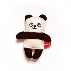Miniszösz panda, Játék & Gyerek, Plüssállat & Játékfigura, Maci, Varrás, Baba-és bábkészítés, Ezt az miniszöszt magam terveztem. Filcből (60% gyapjú, 40% műszál) készítettem és kézzel, apró ölté..., Meska