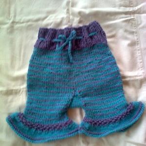 lila fodros baba-nadrág (rendelhető), Ruha & Divat, Babaruha & Gyerekruha, Kézzel kötött mintás baba-nadrág fodorral.   32 cm hosszú 26 cm széles  3-4 nap alatt elkészül.  ..., Meska
