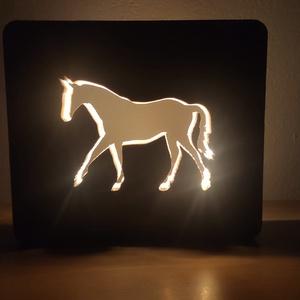 Ló mintájú hangulatlámpa, Otthon & Lakás, Lámpa, Hangulatlámpa, Famegmunkálás, Szívvel lélekkel saját kézzel készített ló mintájú fenyő alapanyagú hangulatlámpa tápegységgel és ka..., Meska