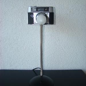 Agfa Optima III . Régi gép , új megvilágításban . , Lakberendezés, Otthon & lakás, Lámpa, Asztali lámpa, Fémmegmunkálás, Újrahasznosított alapanyagból készült termékek, Képeken is látható egyedi asztali lámpa eladó .\n\nÚjrahasznosított , felújított rugós asztali lámpábó..., Meska