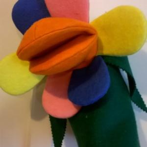 Virág kézbáb, Játék & Gyerek, Bábok, Kesztyűbáb, Baba-és bábkészítés, Varrás, Játék közben nemcsak állat és ember figurákkal lehet játszani, hanem virágokkal is. E virág bábocska..., Meska