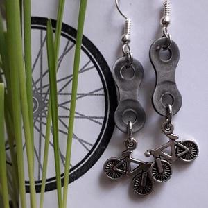 Bringás fülbevaló, Lógós fülbevaló, Fülbevaló, Ékszer, Ékszerkészítés, Újrahasznosított alapanyagból készült termékek, Újrahasznosított kerékpár láncszemből készített fülbevaló. Bringás fityegővel\nHölgyeknek ajánlom.\n\nA..., Meska